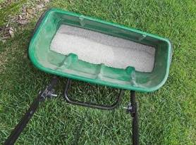 drop spreader with fertilizer